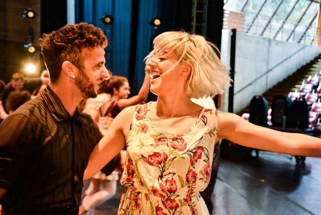 Mais que parceiros de dança casal sobe aos palcos na vida real - Evidence Ballet